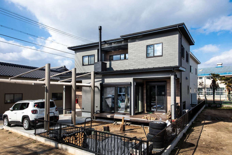 ナイスホーム【デザイン住宅、間取り、インテリア】住宅街の景観に溶け込みながら、住まい手の個性を感じる外観。帰ってくるたびにワクワクするかっこいいデザインがお気に入り