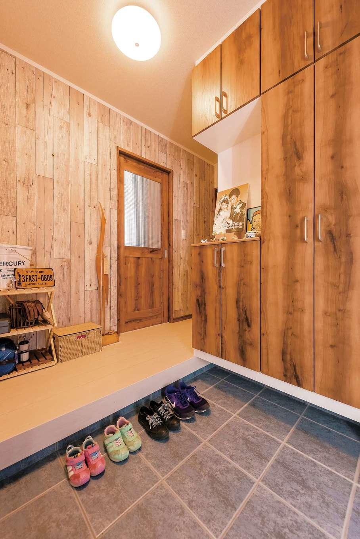 IDK 住まいの発見館【1000万円台、子育て、収納力】ヴィンテージ感のある玄関ホール