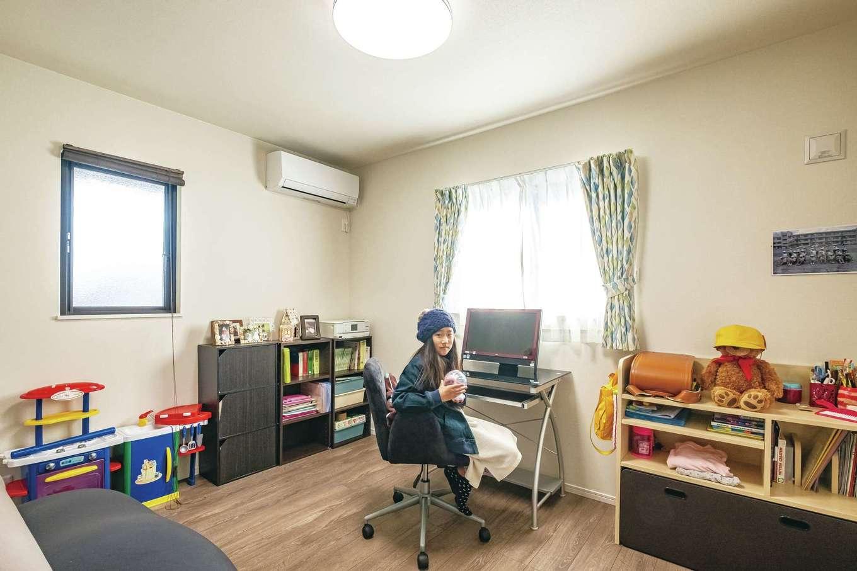 将来、好きなインテリアを楽しめるようにと、子ども部屋もシンプルに