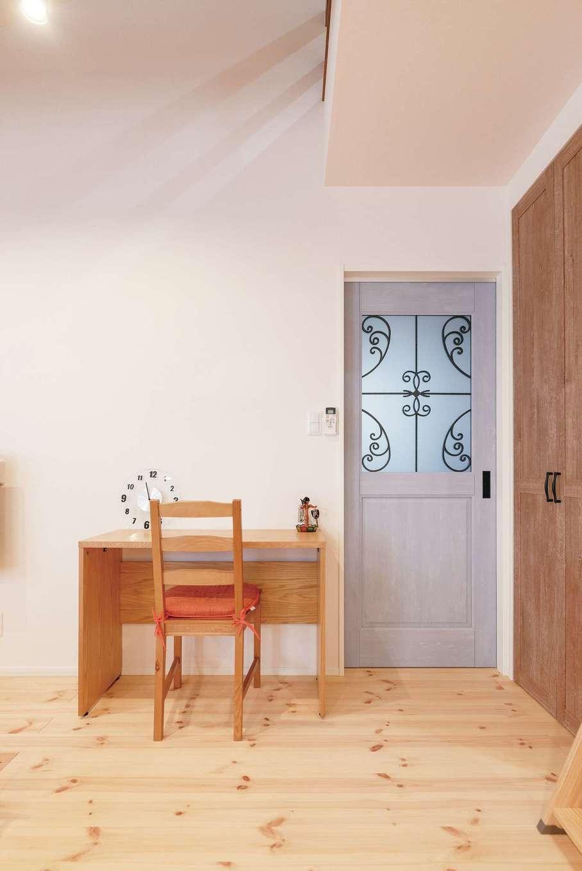 R+house沼津(HOUSE PLAN)【狭小住宅、平屋、インテリア】ナチュラルな素材と相性の良いアイアン素材をさり気なく取り入れてセンスアップ