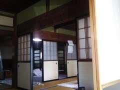 襖で仕切られた昔ながらの和室