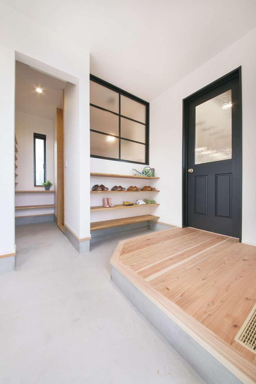 小幡建設【デザイン住宅、省エネ、間取り】大容量のシューズクロークを備えた玄関