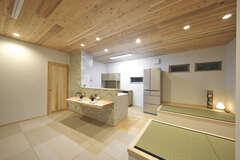 夫婦が至福の時間を過ごす、自然素材たっぷり「畳リビングの家」