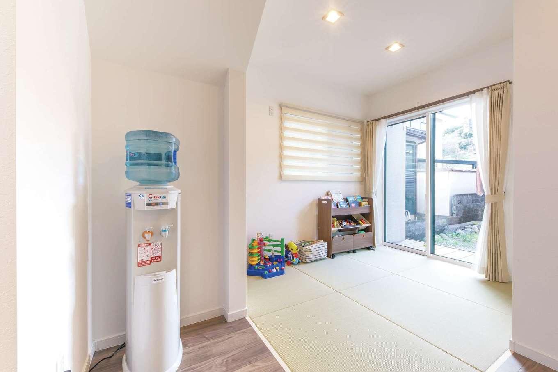 三和建設【収納力、屋上バルコニー、スキップフロア】仏間を設けた畳コーナーには、水回りから直接出られるウッドデッキも。洗濯物を洗う・干す・たたむがこの一角で完結できる