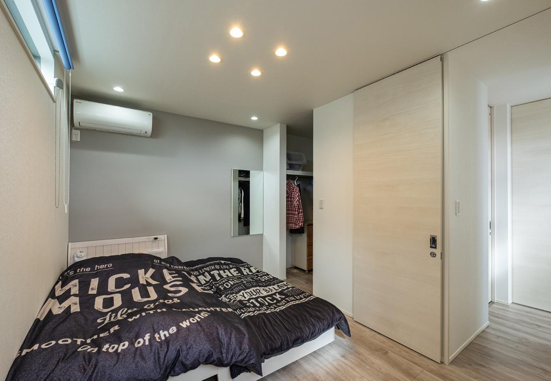 ティアラホームスタイル【デザイン住宅、間取り、ペット】寝室はシックな色調にして落ち着いた雰囲気に