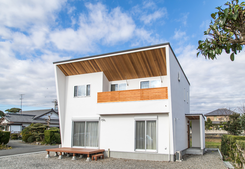 片川工務店【子育て、収納力、自然素材】鋭角の片流れ屋根はプロだからこそできる技ありの設計