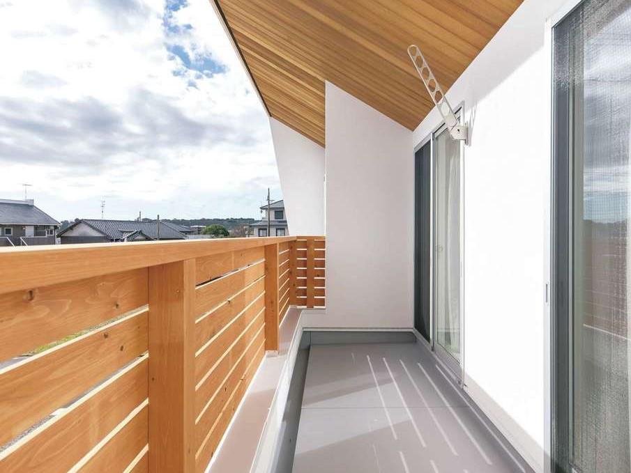 片川工務店【子育て、収納力、自然素材】屋根付きテラスだから洗濯物を干したまま出かけても安心