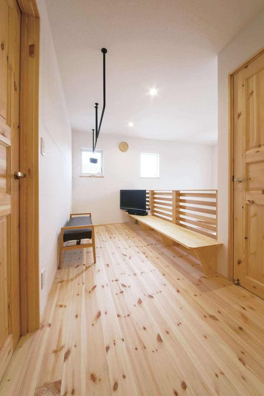 小幡建設【デザイン住宅、子育て、省エネ】子どもたちが成長しても、個室にこもらないようにしたいと考え、2階の共用スペースにスタディコーナーをつくった