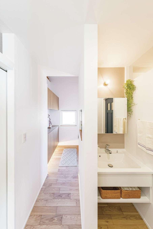 ainoa.life くらはし建築【デザイン住宅、自然素材、省エネ】脱衣所と一緒にすると汚れがちな洗面所は、独立させておしゃれに