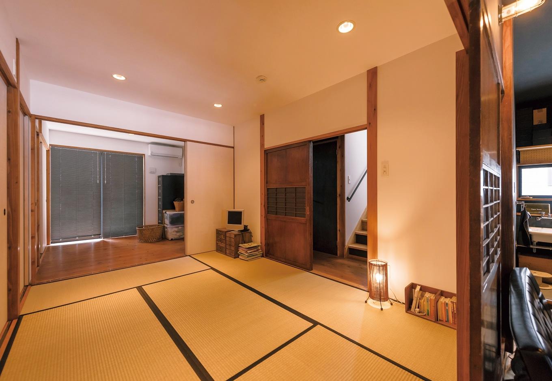 KATO Construction Works【デザイン住宅、和風、自然素材】柱を現しにした真壁づくりの和室。施主さんが持ち込んだ格子建具のサイズに合わせて設計・施工した