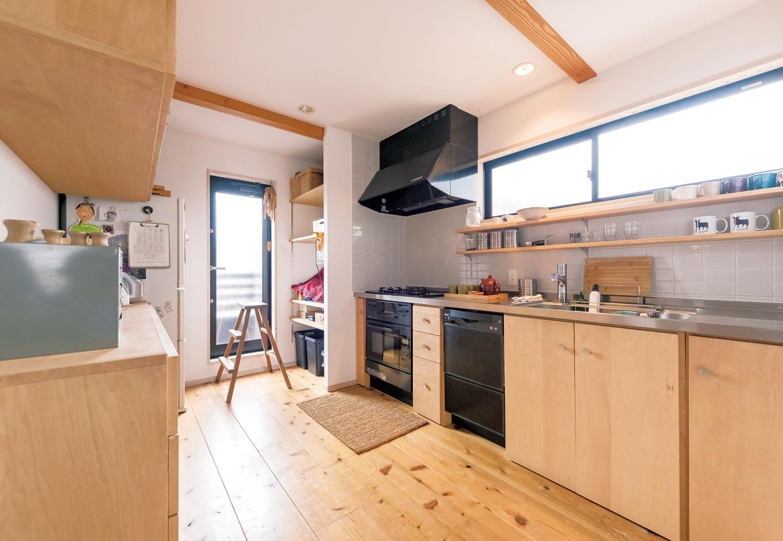 KATO Construction Works【デザイン住宅、和風、自然素材】素朴なデザインと使い勝手を両立したオーダーキッチンは加藤社長の手作り