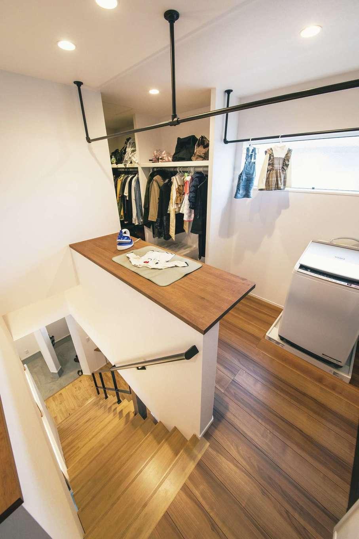 ワンズホーム【デザイン住宅、間取り、建築家】2階に浴室→脱衣所→洗濯機→室内干し→収納をつなぐ家事動線を造り、「洗う、干す、しまう」をスムーズに
