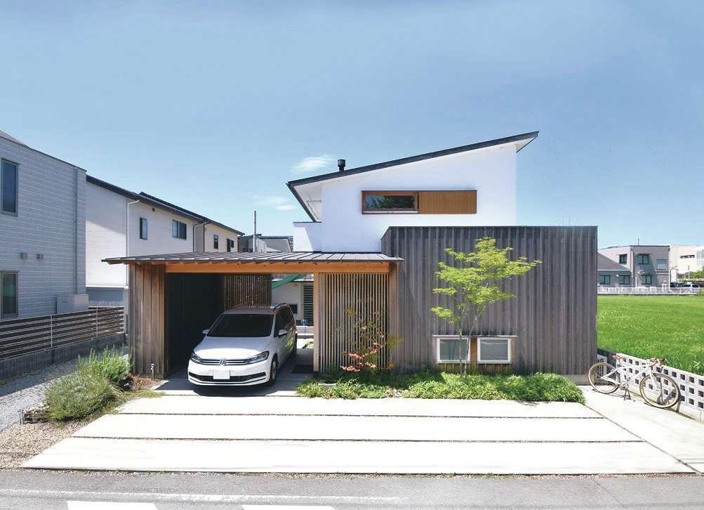 桂建設【浜松市東区天王町1930・モデルハウス】外壁は漆喰と自然塗装の板張り。メンテナンス性が高く、経年変化を味わえる