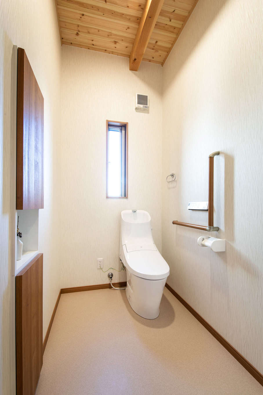 住まいるコーポレーション【デザイン住宅、自然素材、間取り】木のぬくもりを感じられる広々としたトイレ