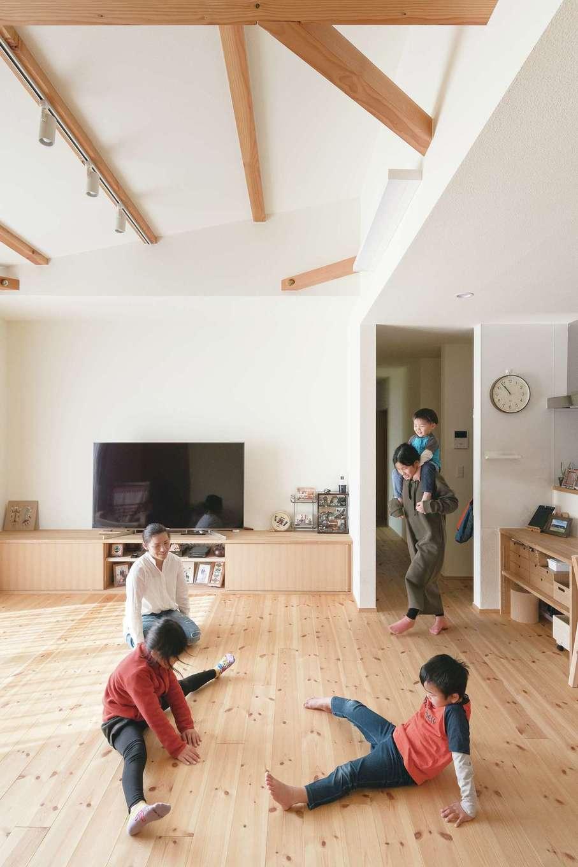 Casa(カーサ)【子育て、間取り、平屋】和室付きの広々としたLDK。床下には「歳を重ねてから使えるように」と、温水式床下暖房の配管を準備したそう