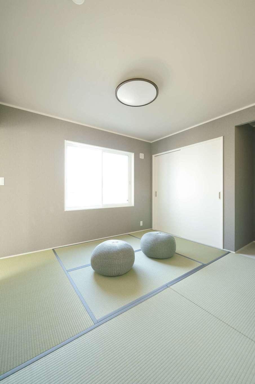 朝日住宅【デザイン住宅、高級住宅、インテリア】畳のヘリまでグレーで統一した、白×グレーの雰囲気が心地いい和室