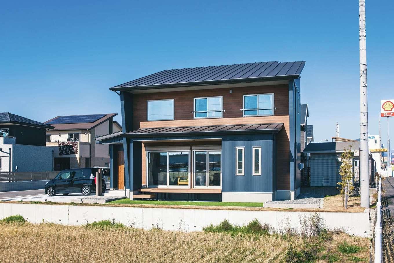 アイフルホーム 掛川店【デザイン住宅、子育て、間取り】片流れの屋根がシャープな外観は、どの方角から見てもスタイリッシュ