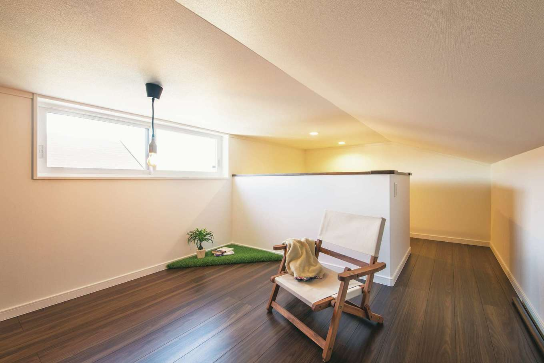 アイフルホーム 掛川店【デザイン住宅、子育て、間取り】収納スペースとして設けた小屋裏は、現在ご主人の「こもり部屋」として利用。自分時間をゆったり満喫できる