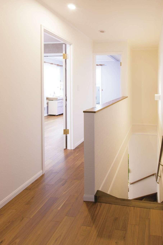 セルコホーム浜松(オバタケイ)【デザイン住宅、輸入住宅、省エネ】2階のホール。各部屋が見渡せ、子どもの様子も分かりやすい