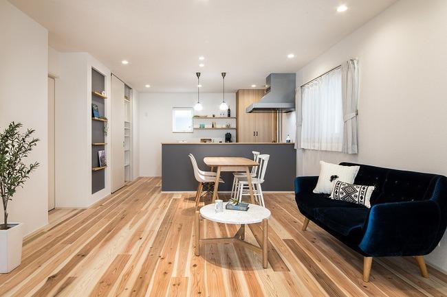 小幡建設【デザイン住宅、収納力、間取り】スギの床材は柔らかく足触りが気持ちいい