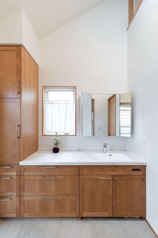 ツリーズ【子育て、自然素材、間取り】収納たっぷりの洗面スペースは、ライフスタイルや持ち物なども考慮しながら、使いやすいようにオーダーしたもの