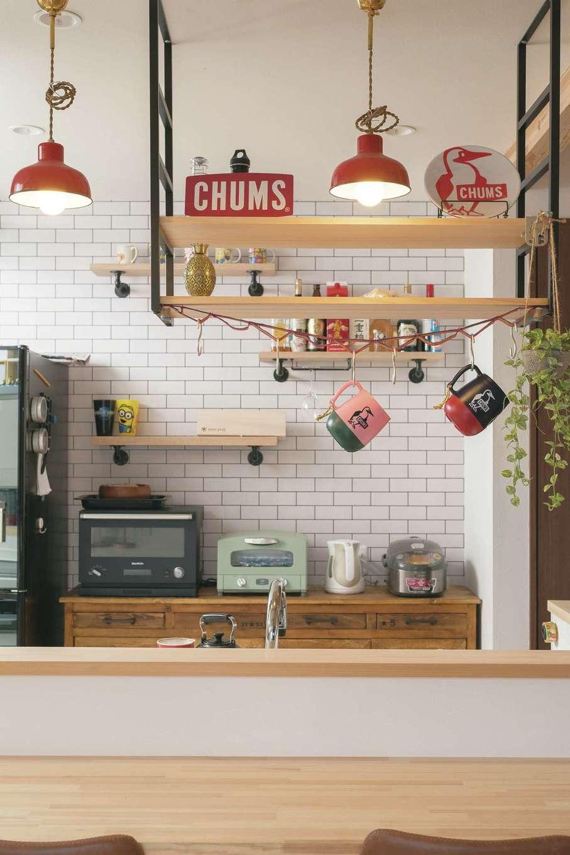 福工房【子育て、間取り、自然素材】味のあるキッチンボードは大阪の雑貨店に依頼
