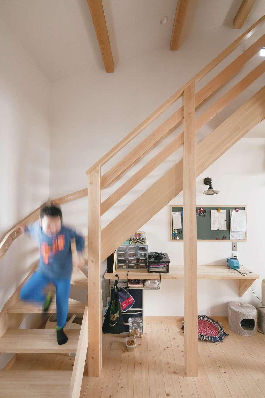 福工房【子育て、間取り、自然素材】階段下も有効活用