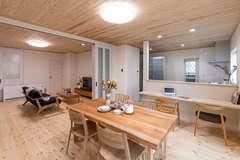 家族の暮らしにジャストフィットな自然素材の健康住宅