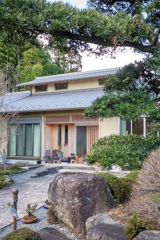 旭建設|小窓から光と風を取り込む腰屋根が印象的な和風の平屋。耐震・断熱など、住宅性能も高い