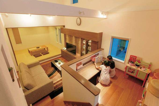 住宅工房 アリアンス|おこもり感のあるキッズスペースは、子どもたちにとって秘密基地のような場所。対角線上にキッチンがあるので、ママとのコミュニケーションもスムーズ。子どもたちが巣立った後は、パパの書斎になるかも