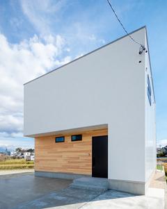 ミニマルな暮らしを楽しむシンプルな箱型の家