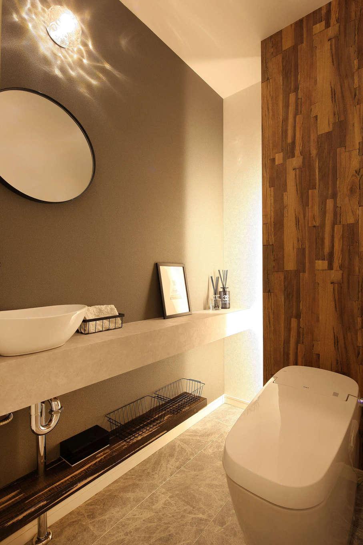 ロイヤルハウス岡崎店(ハート住いる)|洗練されたホテルのように生まれ変わった広いトイレ。クロス、間接照明の使い方が絶妙で、リラックスできる