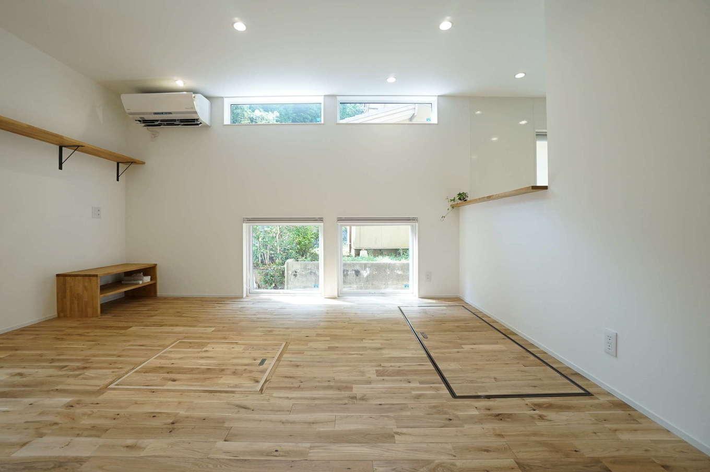 RIKYU (リキュー)【二世帯住宅、間取り、建築家】親世帯のリビング。外からの視線をかわすために、窓の位置と大きさに配慮した。間取りや家事動線は2階の子世帯もほぼ同じ
