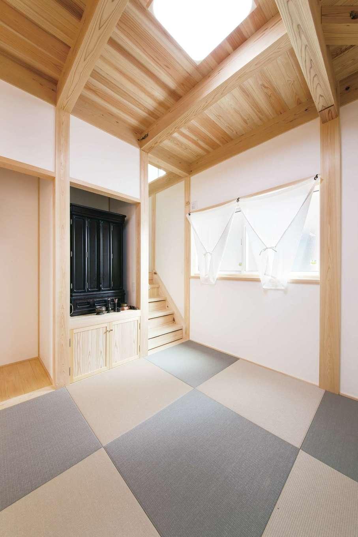 住まい工房 整建【デザイン住宅、和風、間取り】キッチン横の和室は家族の団らんスペース。部屋の角に階段を設け空間を有効に利用