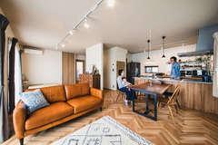 築15年の軽量鉄骨住宅が、自分たちらしいナチュラルモダンな家に変身!