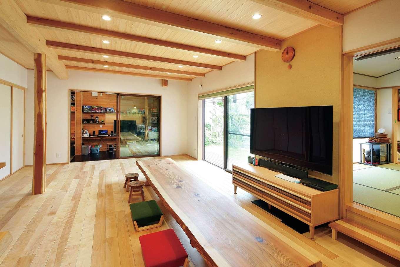 浅井住宅【和風、趣味、自然素材】土間、和室、庭とつながるリビング