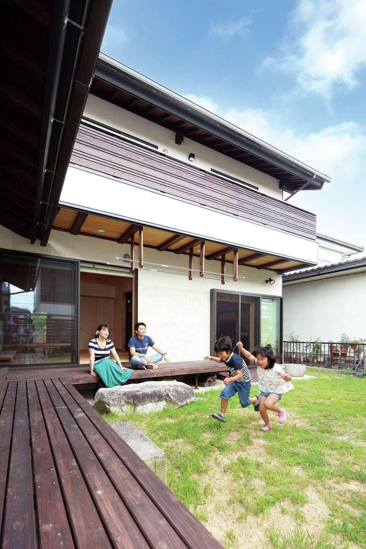 浅井住宅【和風、趣味、自然素材】深い軒のL字型ウッドデッキ