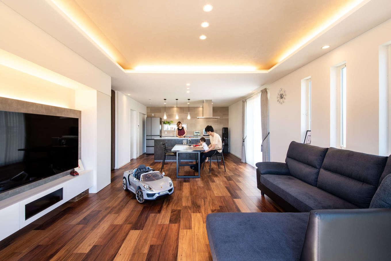広々とした空間を叶えるため、木と鉄を組み合わせて耐震性・耐久性を高めたテクノストラクチャー工法を採用