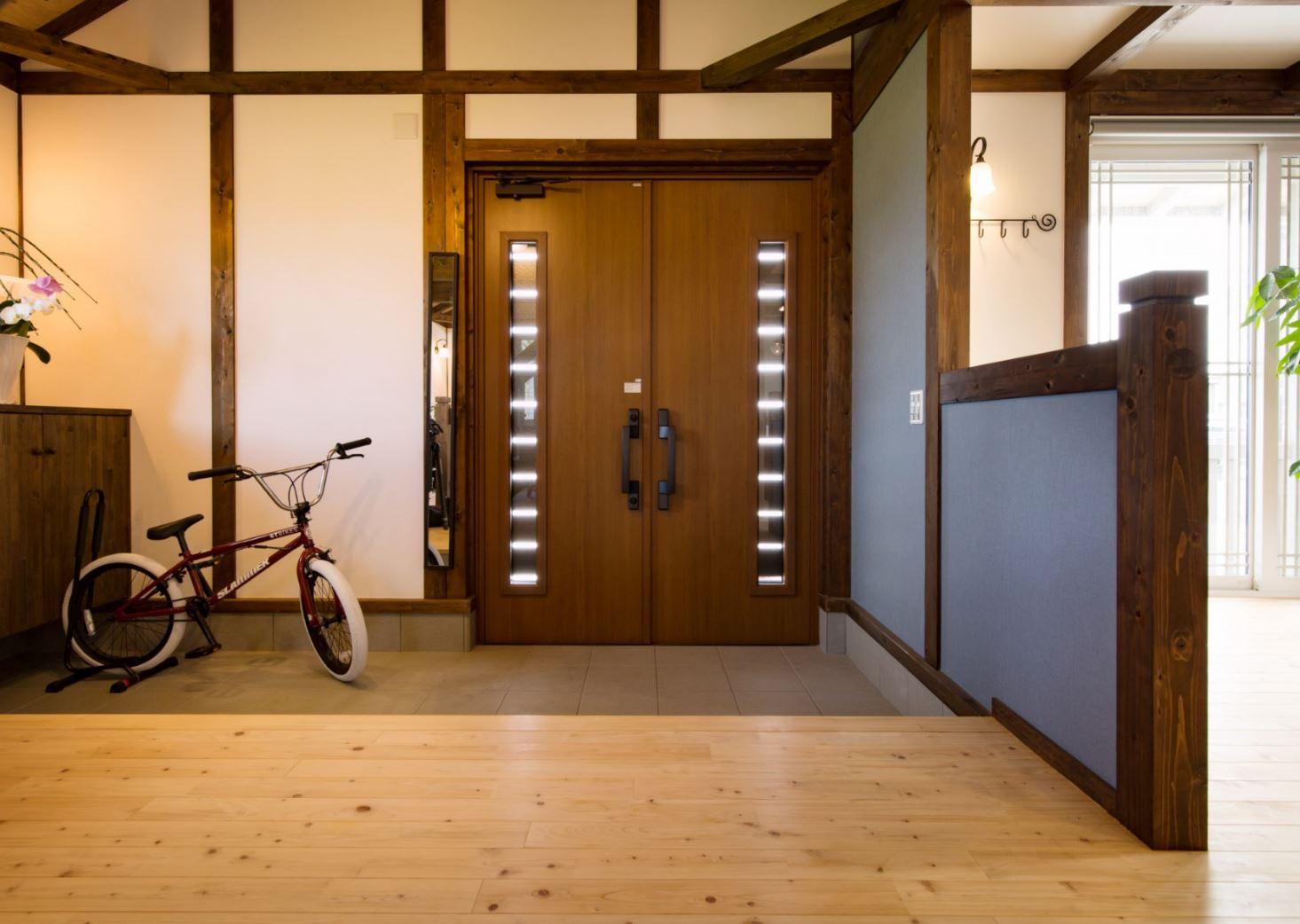 サイエンスホーム【浜松市西区雄踏町宇布見9849・モデルハウス】玄関の土間スペースは自転車やベビーカーなどの保管に便利