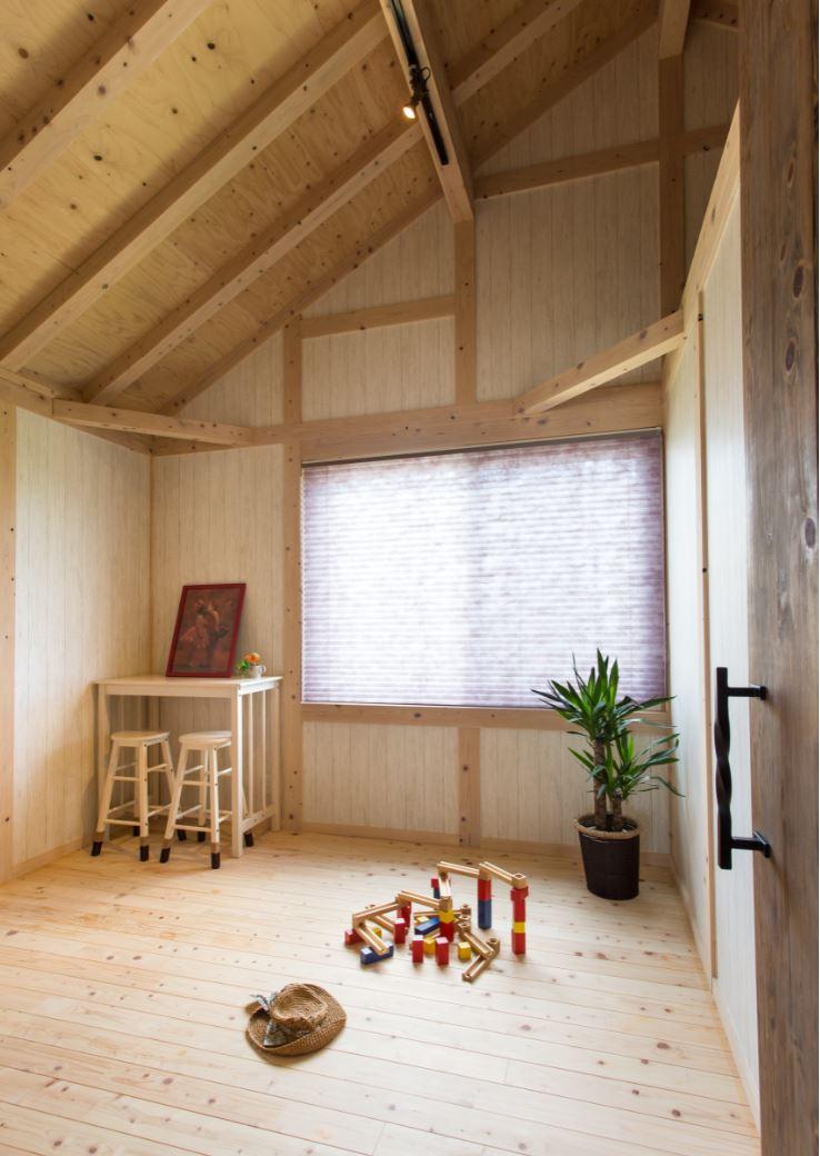 サイエンスホーム【浜松市西区雄踏町宇布見9849・モデルハウス】明るい木の色にしたキッズルーム