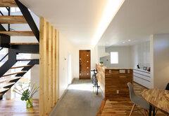 土間リビングのある大らかな空間に家族の笑顔が集う家