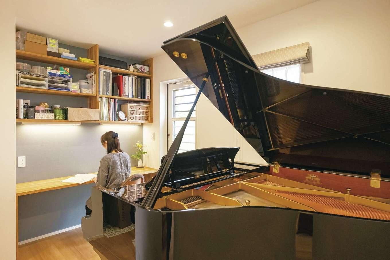 芹工務店【子育て、収納力、間取り】リビングから見えるグランドピアノは奥さまの憧れ。シンプルでナチュラルな空間を優雅に彩っている
