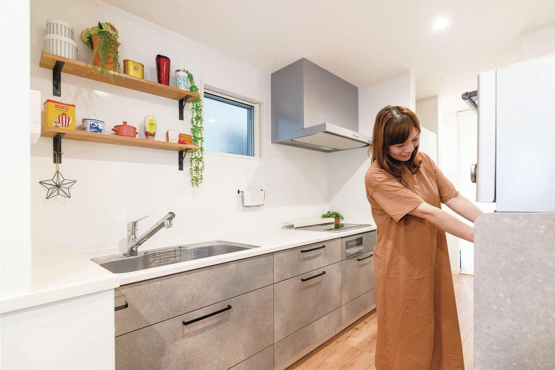 irohaco (アヴァンス)【子育て、二世帯住宅、狭小住宅】キッチンとパントリーはスペースを取らない工夫を施し、奥さまの家事効率もUP
