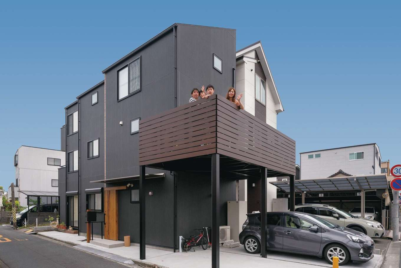 irohaco (アヴァンス)【子育て、二世帯住宅、狭小住宅】「ヨコに広げられないなら、タテに伸ばせばいいじゃん!」という発想で3階建てに。屋根を鋭角にカットして、厳しい斜線規制をクリアした