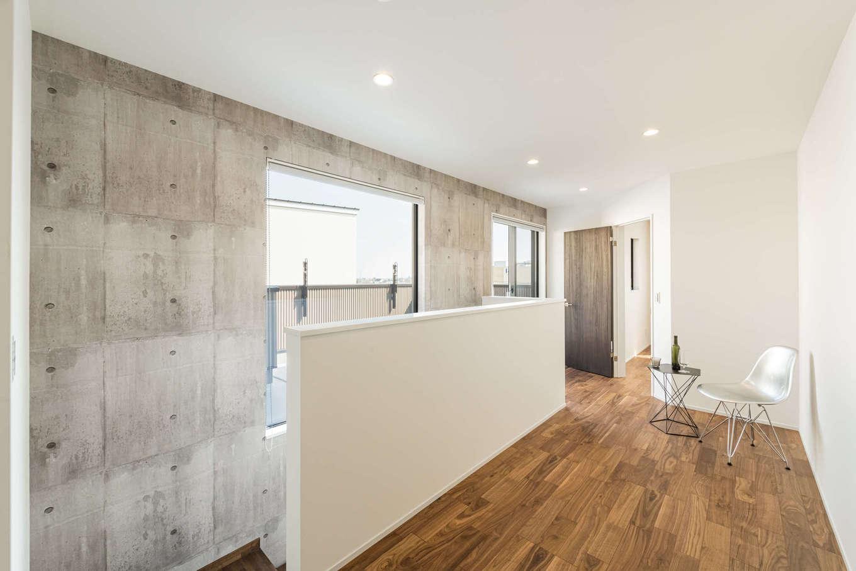 カナルホーム【1000万円台、デザイン住宅、収納力】明るくて広い2階ホール。家族共有のフリースペースとして、さまざまな楽しみ方ができそう