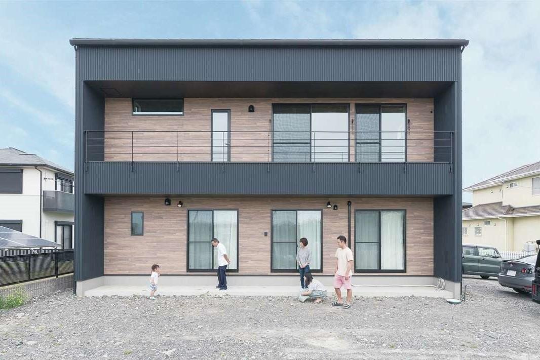小玉建設【デザイン住宅、間取り、スキップフロア】キューブ型のフォルムがスタイリッシュなガルバリウムの外観