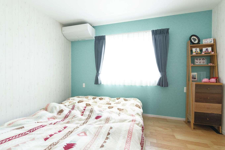 寝室の配色は、出産時にリラックスできた産院を参考にした