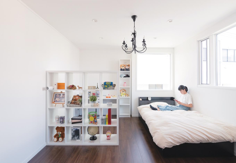 ハートホーム【デザイン住宅、狭小住宅、間取り】白とブラウンでナチュラル&シンプルな長女の部屋