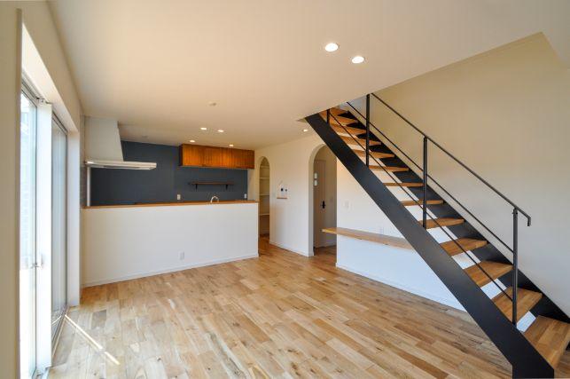 シンカ【デザイン住宅、収納力、自然素材】無垢床は1年中裸足で過ごしたくなる肌触り