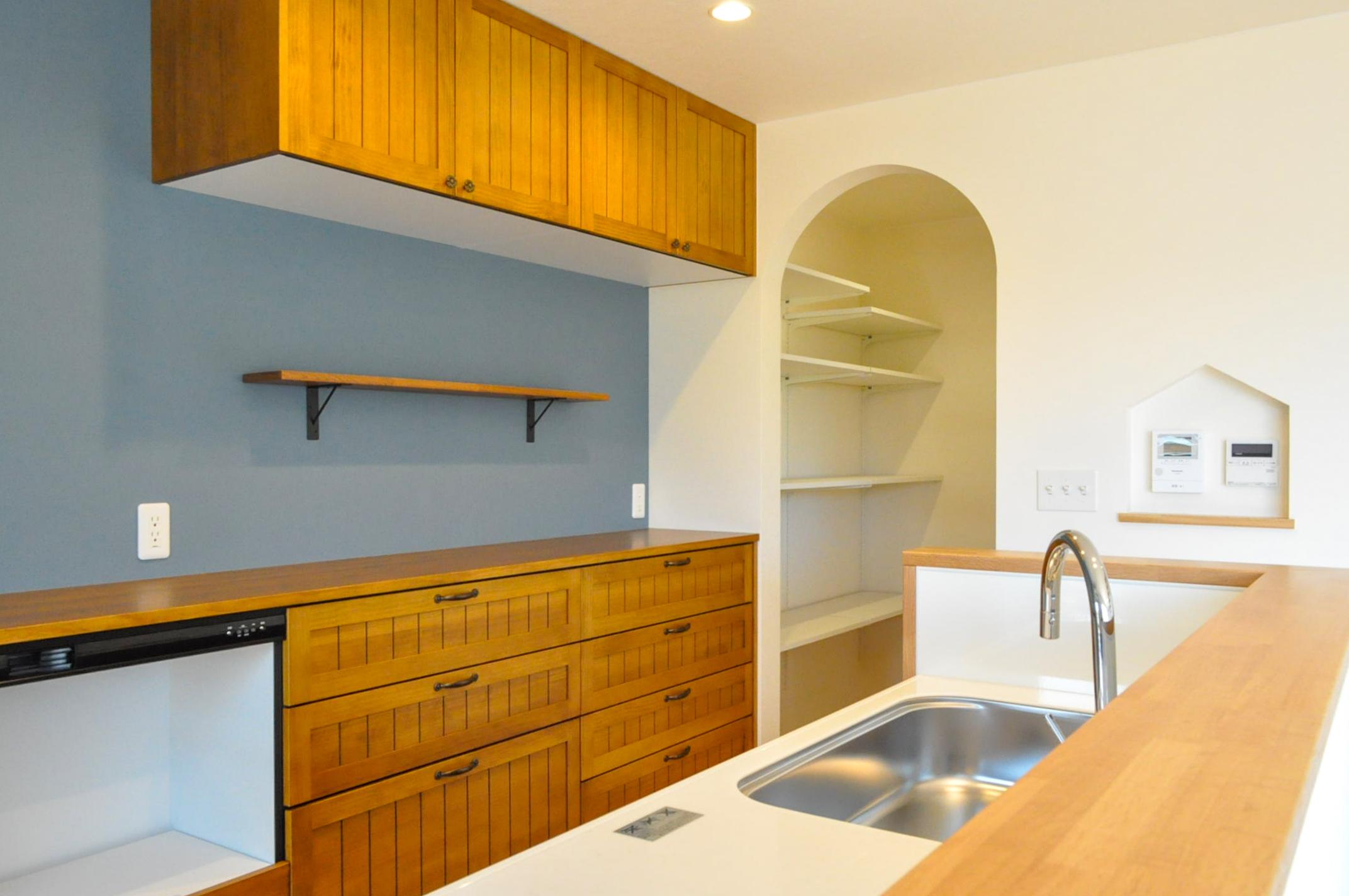 シンカ【デザイン住宅、収納力、自然素材】キッチンの収納は一つ一つがかわいく、使い勝手も抜群